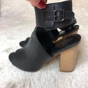 Simply Vera Black Chunky Heel